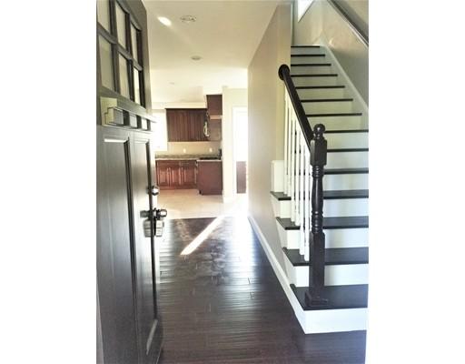 واحد منزل الأسرة للـ Sale في 43 Sunset Drive Randolph, Massachusetts 02368 United States