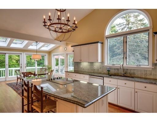 Частный односемейный дом для того Продажа на 131 Bolton Road 131 Bolton Road Harvard, Массачусетс 01451 Соединенные Штаты