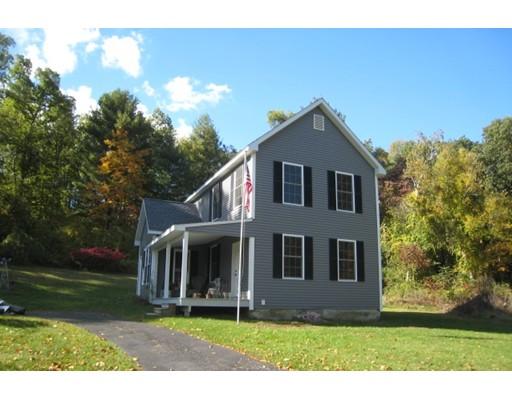 Maison unifamiliale pour l Vente à 803 North Westfield Street 803 North Westfield Street Agawam, Massachusetts 01030 États-Unis