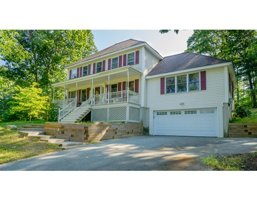 Single Family Home for Sale at 132 Musquash Road 132 Musquash Road Hudson, New Hampshire 03051 United States