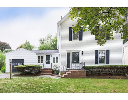 独户住宅 为 销售 在 11 Henshaw Place 牛顿, 马萨诸塞州 02465 美国