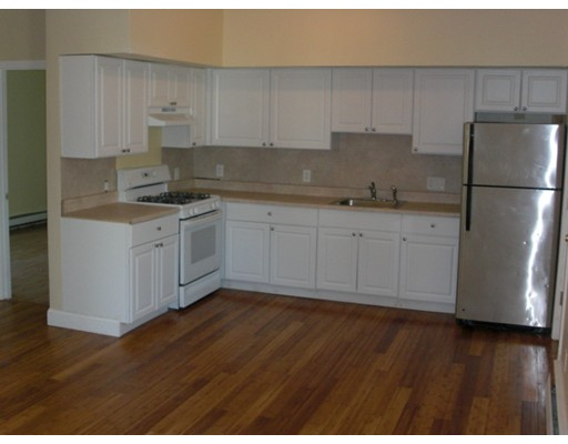 Apartamento por un Alquiler en 17 Grand street #1 17 Grand street #1 Brockton, Massachusetts 02302 Estados Unidos