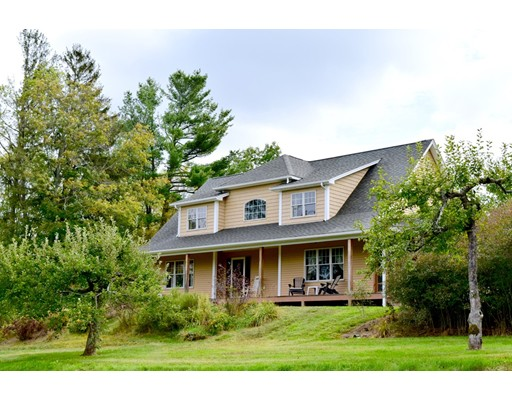 Maison unifamiliale pour l Vente à 28 E Hill Road Brimfield, Massachusetts 01010 États-Unis