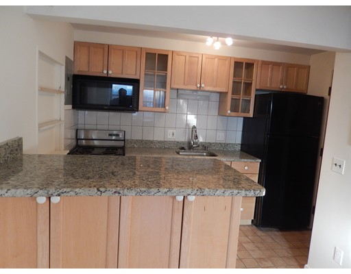 Additional photo for property listing at 10 Comm.Crt  Boston, Massachusetts 02135 Estados Unidos