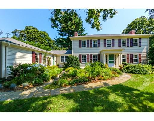 Частный односемейный дом для того Продажа на 815 High St: Precinct 1 Dedham, Массачусетс 02026 Соединенные Штаты