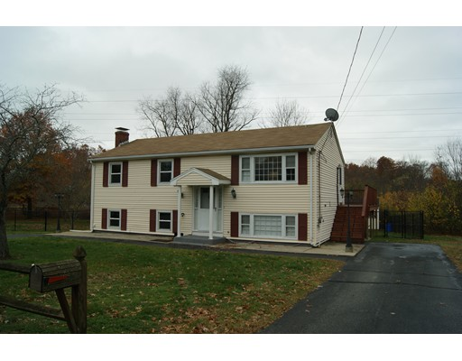 Single Family Home for Rent at 10 Brae Rd #1 10 Brae Rd #1 Attleboro, Massachusetts 02703 United States