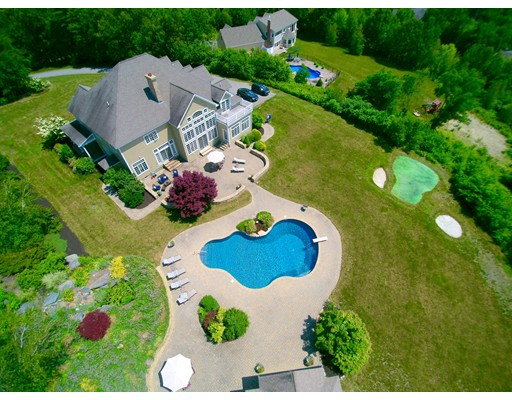 واحد منزل الأسرة للـ Sale في 410 Lancaster Avenue 410 Lancaster Avenue Lunenburg, Massachusetts 01462 United States