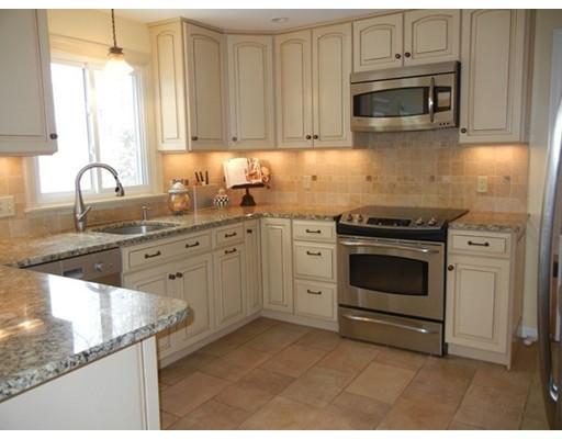 Maison unifamiliale pour l Vente à 10 High moor Drive 10 High moor Drive Wilbraham, Massachusetts 01095 États-Unis