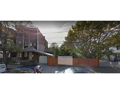 Maison avec plusieurs logements pour l Vente à 231 Walnut Street 231 Walnut Street Chelsea, Massachusetts 02150 États-Unis