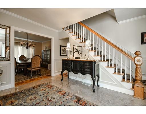 Nhà ở một gia đình vì Bán tại 362 Hollis Street Framingham, Massachusetts 01702 Hoa Kỳ