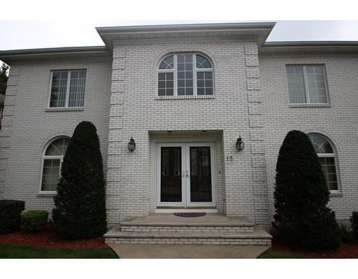 Maison unifamiliale pour l Vente à 15 Ledgewood Road 15 Ledgewood Road Saugus, Massachusetts 01906 États-Unis