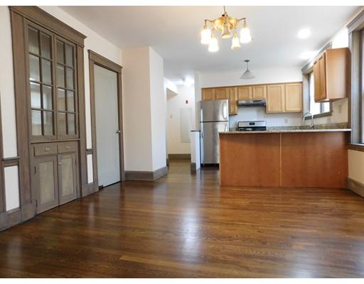 Casa Unifamiliar por un Alquiler en 32 Dennison Street Boston, Massachusetts 02119 Estados Unidos