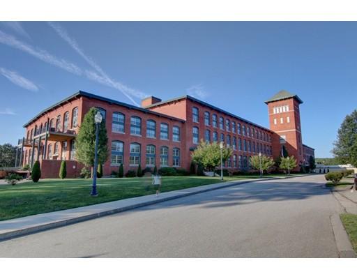Appartement en copropriété pour l Vente à 1 Tupperware Dr #302 1 Tupperware Dr #302 North Smithfield, Rhode Island 02896 États-Unis