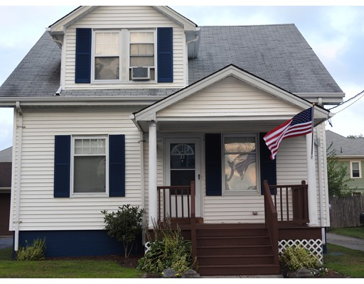 Maison unifamiliale pour l Vente à 33 Calder Street 33 Calder Street Pawtucket, Rhode Island 02861 États-Unis