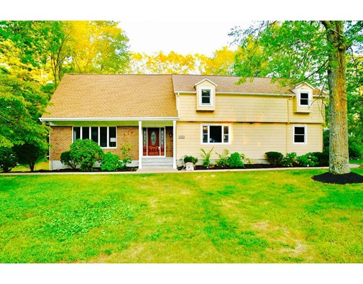 Single Family Home for Sale at 98 Oakland Street 98 Oakland Street Medway, Massachusetts 02053 United States