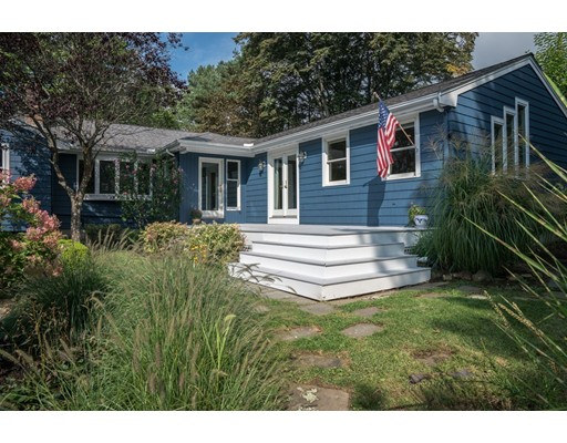 واحد منزل الأسرة للـ Sale في 15 Hillcrest Road 15 Hillcrest Road Bedford, Massachusetts 01730 United States