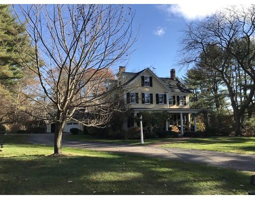 独户住宅 为 销售 在 320 Highland Street 320 Highland Street 米尔顿, 马萨诸塞州 02186 美国