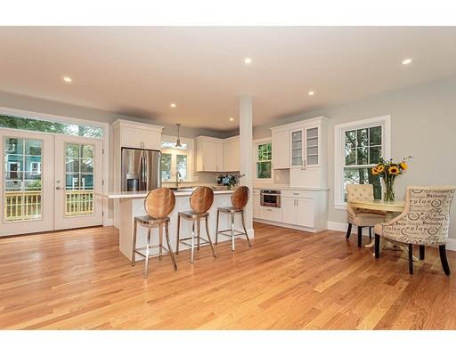 独户住宅 为 销售 在 17 Greystone Road 17 Greystone Road 梅尔罗斯, 马萨诸塞州 02176 美国