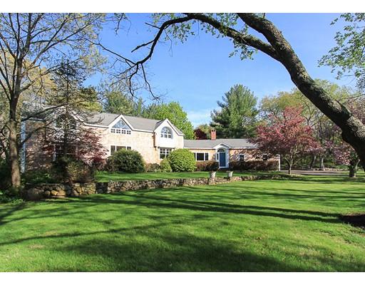 واحد منزل الأسرة للـ Sale في 200 SAGAMORE STREET 200 SAGAMORE STREET Hamilton, Massachusetts 01982 United States