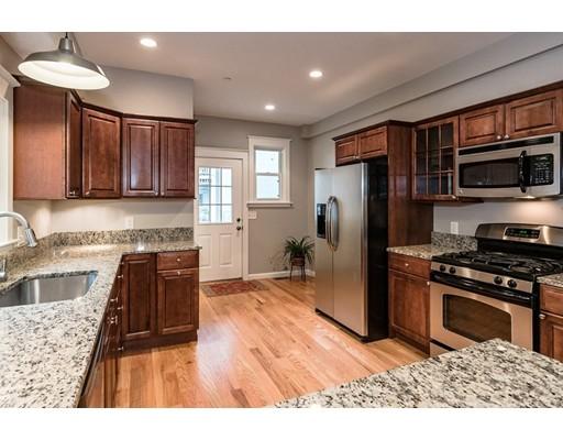 獨棟家庭住宅 為 出售 在 34 Houghton Street Somerville, 麻塞諸塞州 02143 美國