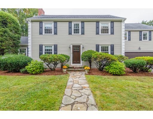 Casa Unifamiliar por un Venta en 992 Brook Road Milton, Massachusetts 02186 Estados Unidos