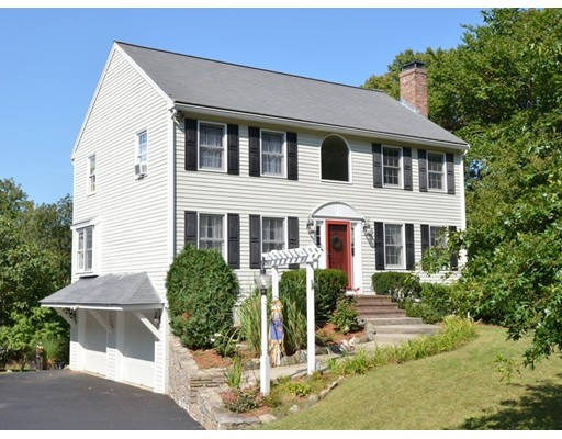Single Family Home for Sale at 734 Lincoln Street Franklin, Massachusetts 02038 United States