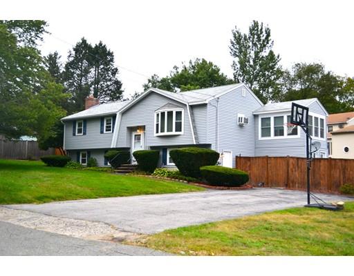 Maison unifamiliale pour l Vente à 3 Standish Road Haverhill, Massachusetts 01832 États-Unis