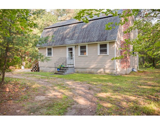 Single Family Home for Sale at 13 Eastern Avenue 13 Eastern Avenue Amherst, New Hampshire 03031 United States