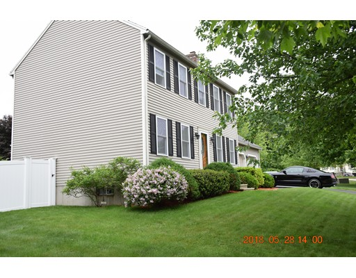 Maison unifamiliale pour l Vente à 17 Meadow Lane 17 Meadow Lane Grafton, Massachusetts 01536 États-Unis