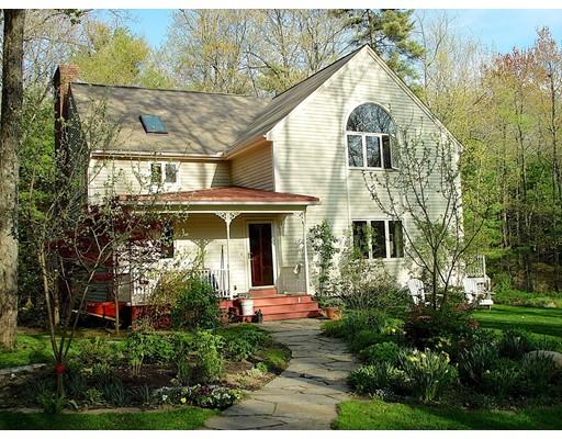 واحد منزل الأسرة للـ Sale في 204 West Pelham Road 204 West Pelham Road Shutesbury, Massachusetts 01072 United States