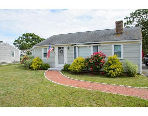 Maison unifamiliale pour l Vente à 49 Santucket Road 49 Santucket Road Dennis, Massachusetts 02670 États-Unis