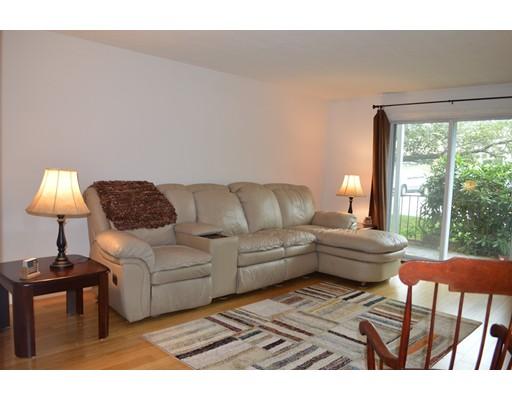共管式独立产权公寓 为 销售 在 8 SHADOWBROOK Lane Milford, 马萨诸塞州 01757 美国