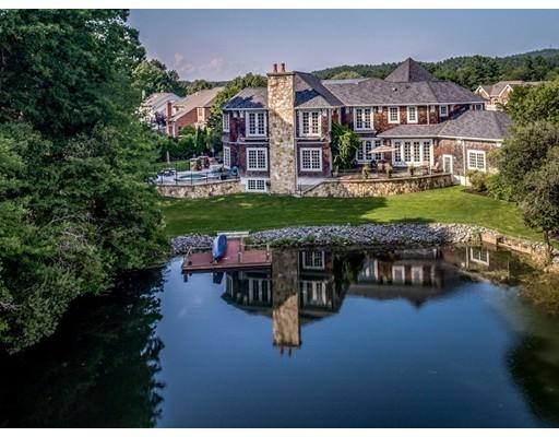 Maison unifamiliale pour l Vente à 15 Cherokee Road 15 Cherokee Road Canton, Massachusetts 02021 États-Unis