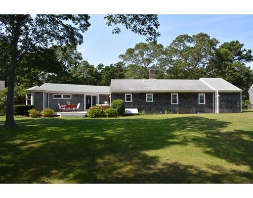 Maison unifamiliale pour l Vente à 5 3Rd Street 5 3Rd Street Harwich, Massachusetts 02645 États-Unis
