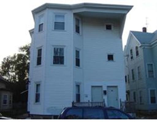 多户住宅 为 销售 在 25 Denton Street 布罗克顿, 马萨诸塞州 02301 美国