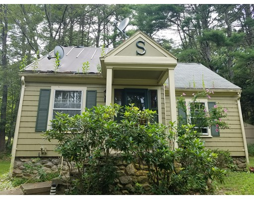 واحد منزل الأسرة للـ Sale في 84 Southbridge Road 84 Southbridge Road Charlton, Massachusetts 01507 United States