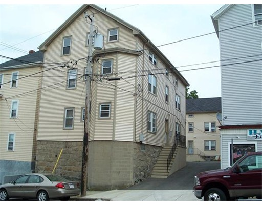 Casa Multifamiliar por un Venta en 302 Broadway 302 Broadway Fall River, Massachusetts 02721 Estados Unidos