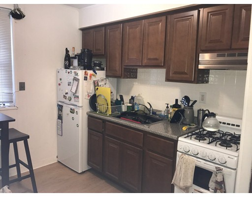 Casa Unifamiliar por un Alquiler en 414 Market Street Boston, Massachusetts 02135 Estados Unidos
