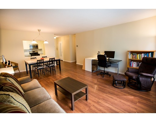 شقة بعمارة للـ Sale في 22 Chestnut Place Brookline, Massachusetts 02445 United States