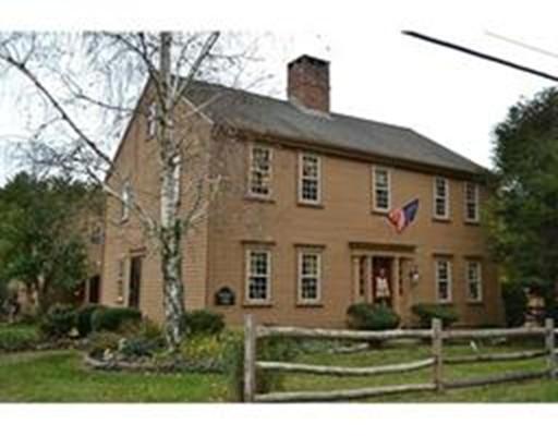 Maison unifamiliale pour l Vente à 136 North Avenue 136 North Avenue Rochester, Massachusetts 02770 États-Unis