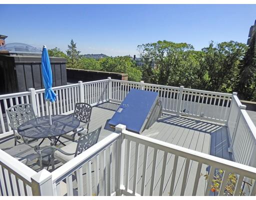 شقة بعمارة للـ Sale في 1496 Beacon Street Brookline, Massachusetts 02446 United States