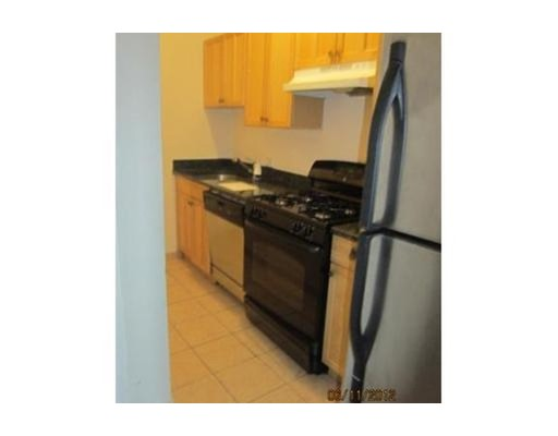 Additional photo for property listing at 70 Bellingham St. #8 70 Bellingham St. #8 切尔西, 马萨诸塞州 02150 美国