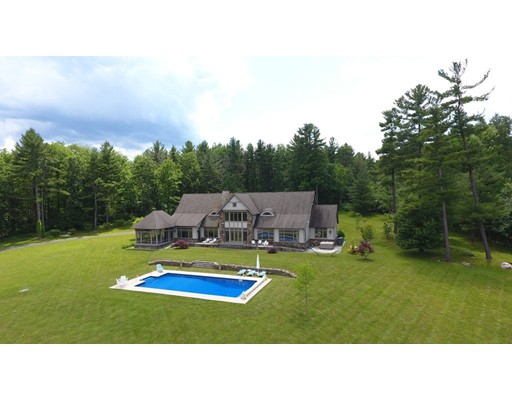 Maison unifamiliale pour l Vente à 27 Hemlock Hill Road Great Barrington, Massachusetts 01230 États-Unis