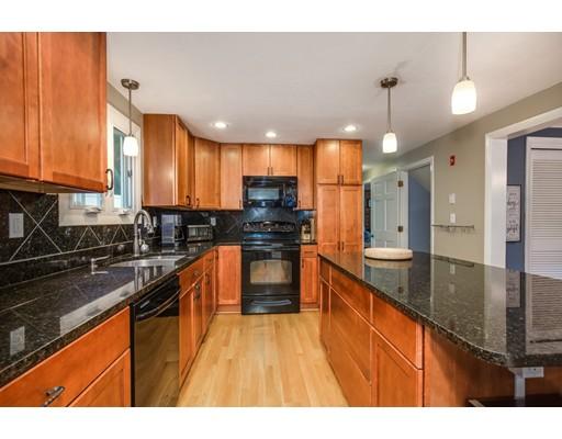 Casa Unifamiliar por un Venta en 4 Sherwood Road Auburn, Massachusetts 01501 Estados Unidos