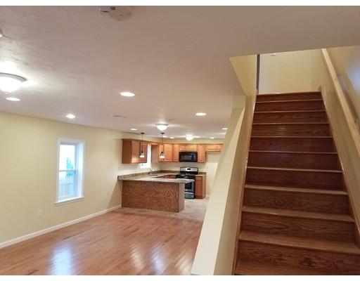 联栋屋 为 出租 在 13 Forest Ave #1 13 Forest Ave #1 布罗克顿, 马萨诸塞州 02301 美国