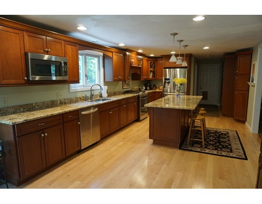 Single Family Home for Sale at 36 W Hill Road 36 W Hill Road Brookline, New Hampshire 03033 United States