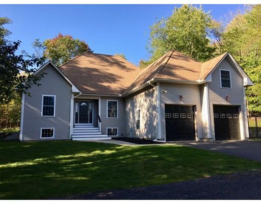 واحد منزل الأسرة للـ Sale في 251 Carver 251 Carver Granby, Massachusetts 01033 United States