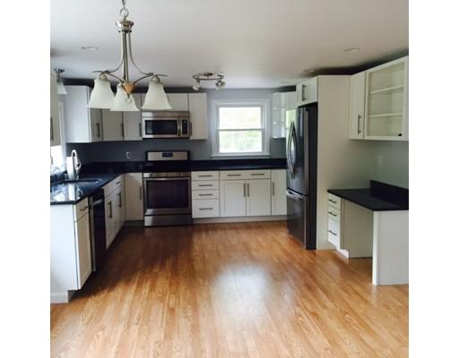 Maison unifamiliale pour l Vente à 33 Flint Road 33 Flint Road Tyngsborough, Massachusetts 01879 États-Unis