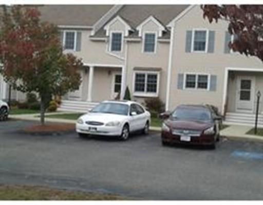 Casa unifamiliar adosada (Townhouse) por un Alquiler en 103 Thayer Street #103 103 Thayer Street #103 Abington, Massachusetts 02351 Estados Unidos