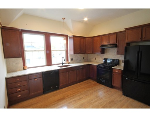 Квартира для того Аренда на 1043 Sumner Ave #2 1043 Sumner Ave #2 Springfield, Массачусетс 01118 Соединенные Штаты